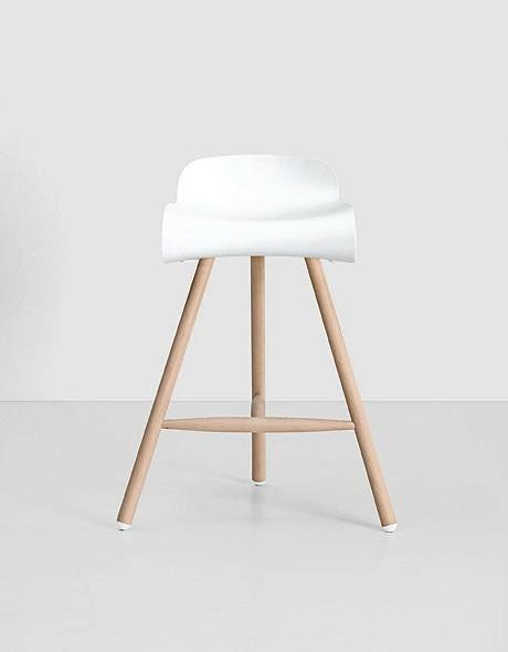Hoker na drewnianych nogach - design, hoker