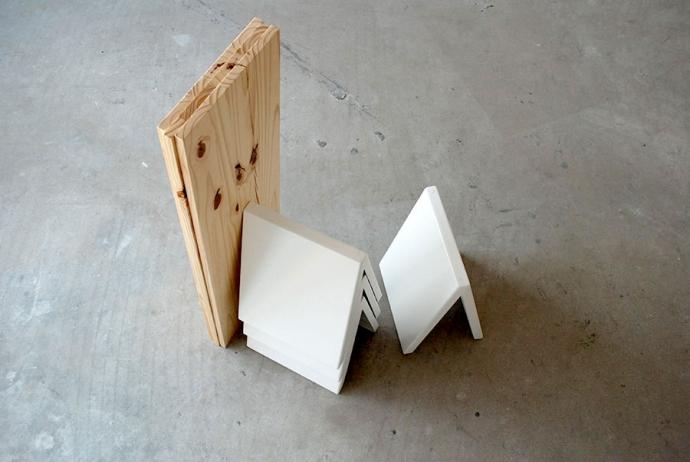 Bibliotekarka, regał niczym domek z kart - design, regał