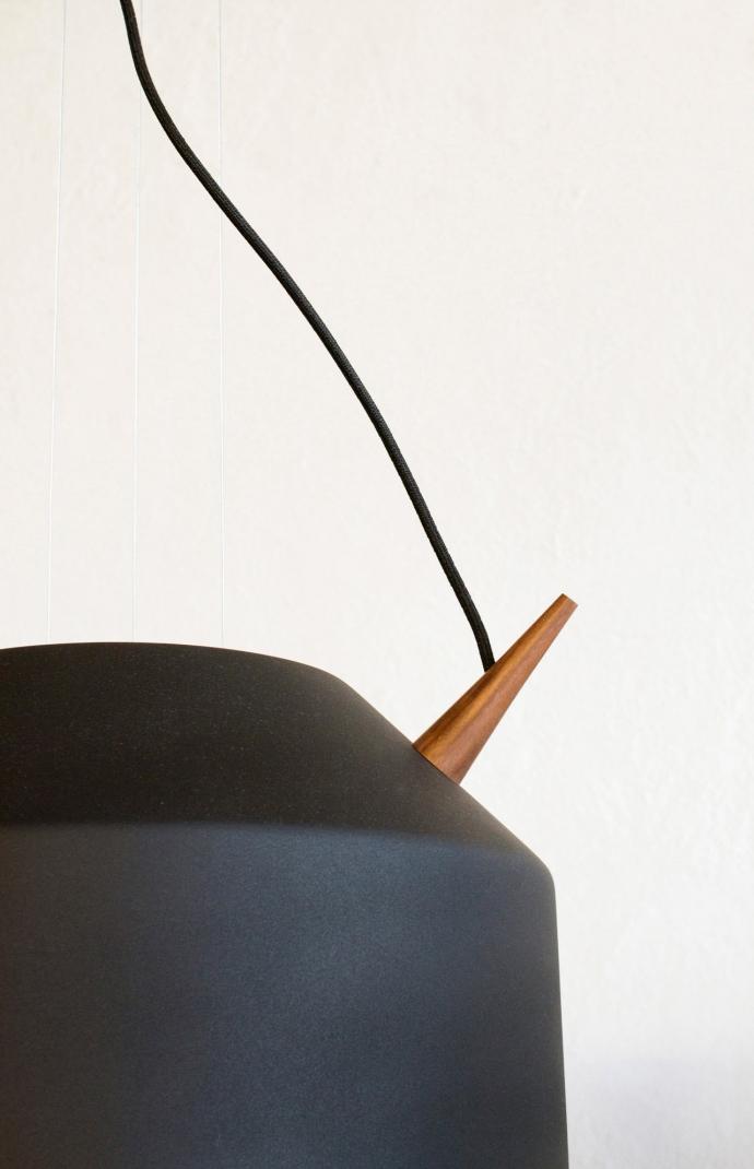Nowoczesne oświetlenie Reeno w kolorze czarnym.