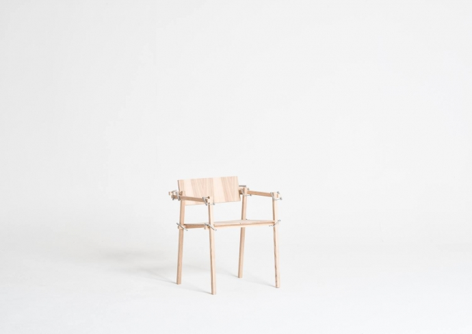 Designerskie krzesło z serii Patyczaki.