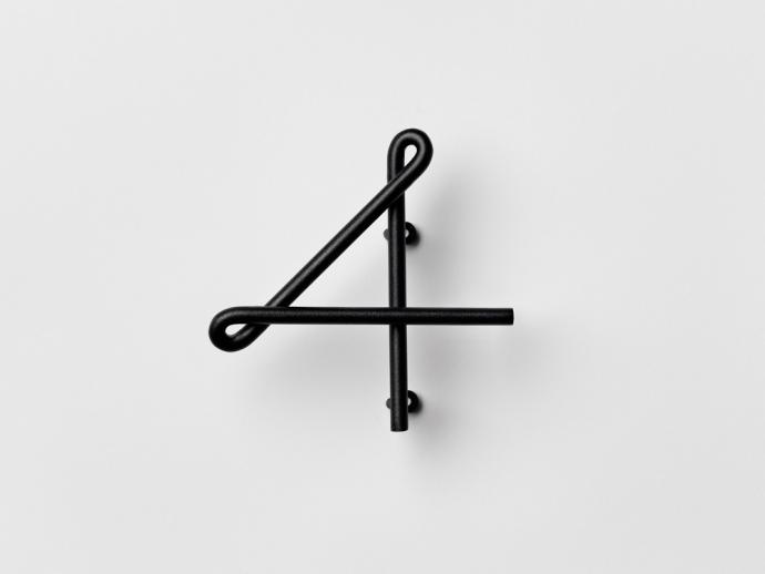 Nowoczesny numer cztery Wire Number w kolorze czarnym.