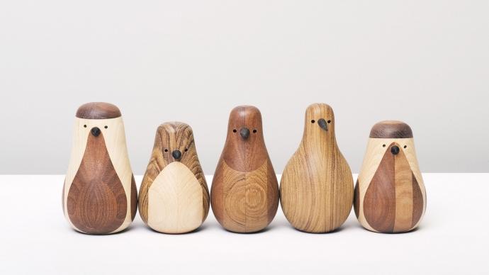 Nowoczesne figurki Re-Turned z drewna.