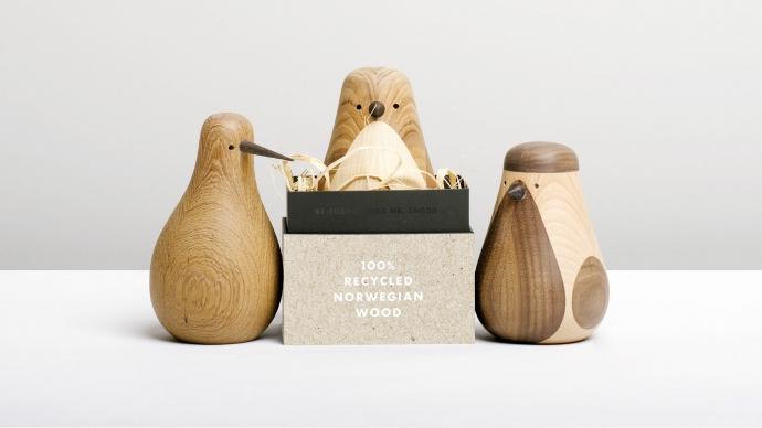 Designerskie ptaki Re-Turned z drewna z opakowaniem.