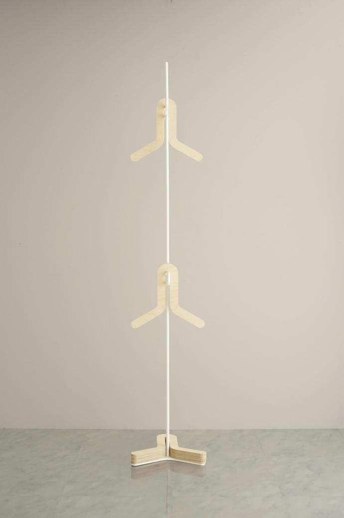 HC Hanger, metalowy pręt i trochę sklejki - design, wieszak