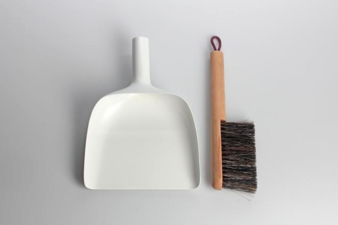 Polska zmiotka i szufelka z Danii - Jan Kochański - design, zmiotka