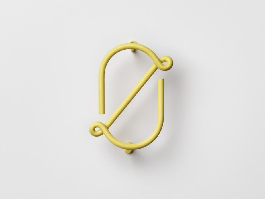 Designerski numer zero Wire Number w kolorze żółtym.