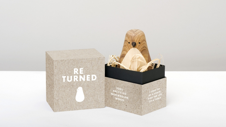 Designerska ozdoba Re-Turned z drewna z opakowaniem.